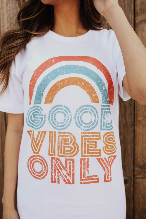 THE GOOD VIBES ONLY GRAPHIC TEE IN WHITE