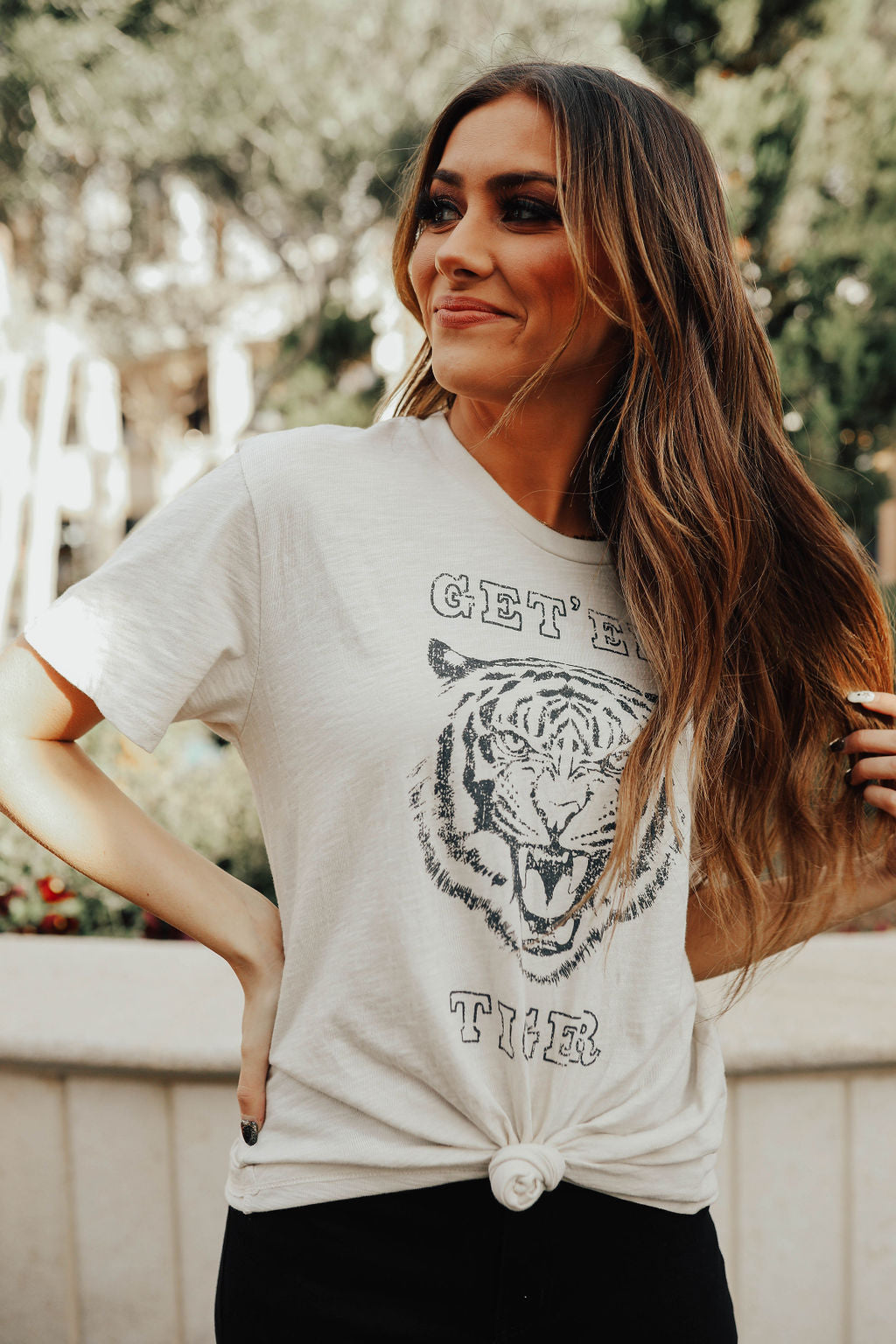 THE GET EM' TIGER GRAPHIC TEE IN CLAY