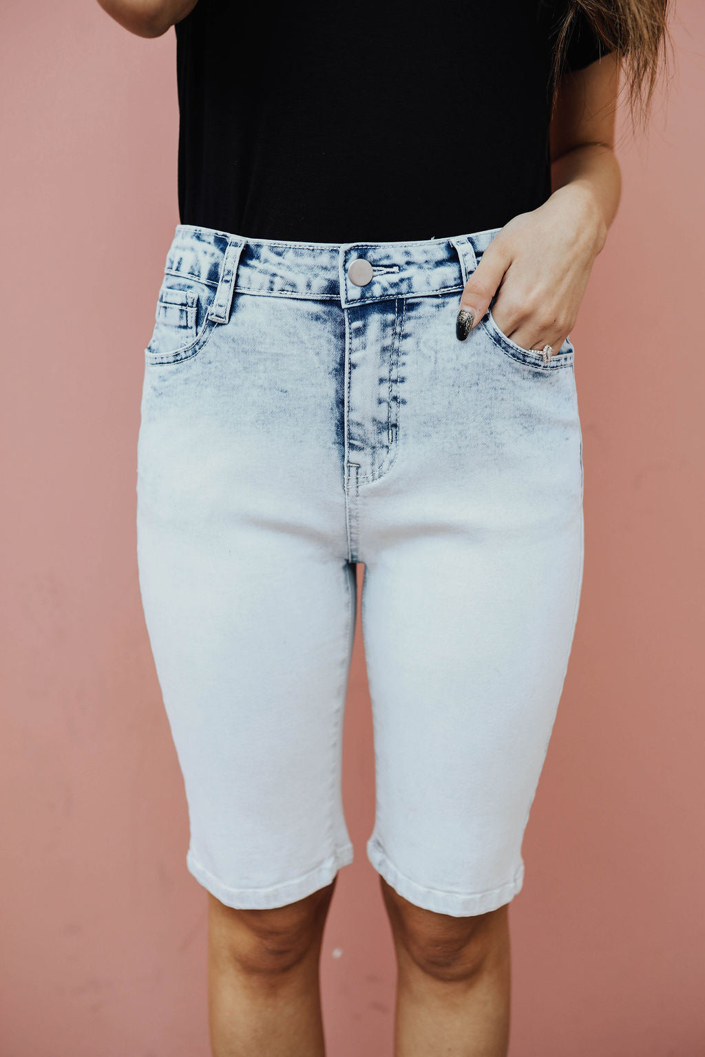 THE BLEACHED DENIM SHORT