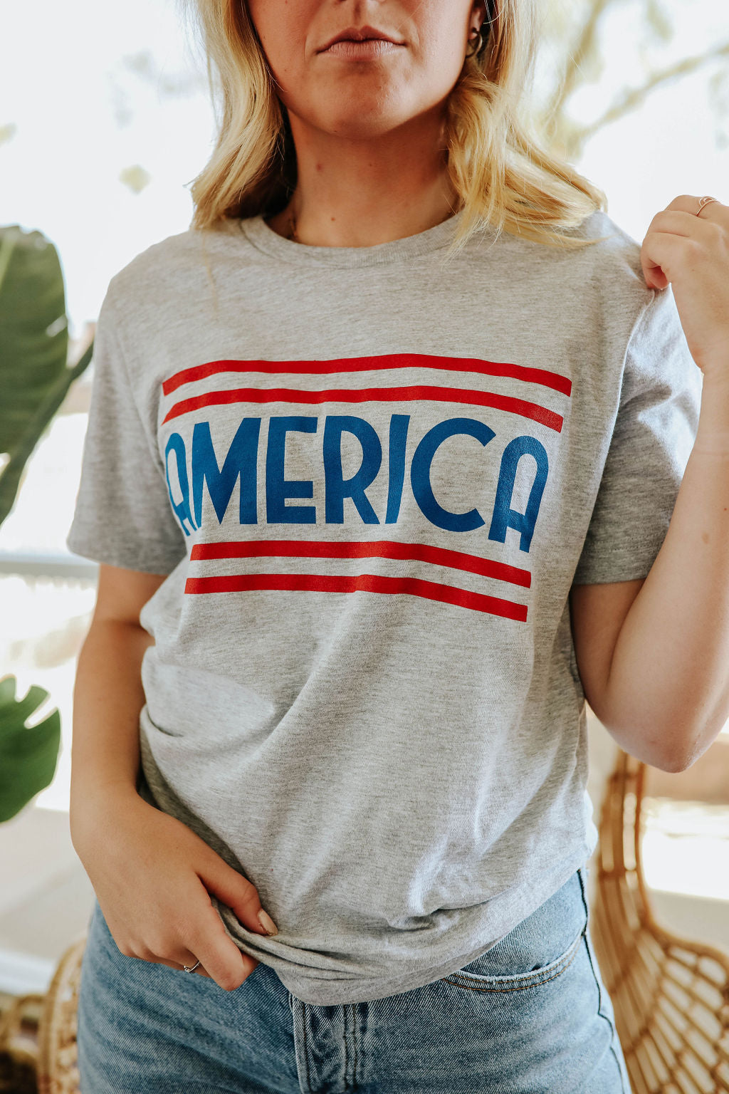 THE AMERICA GRAPHIC TEE IN HEATHER GREY