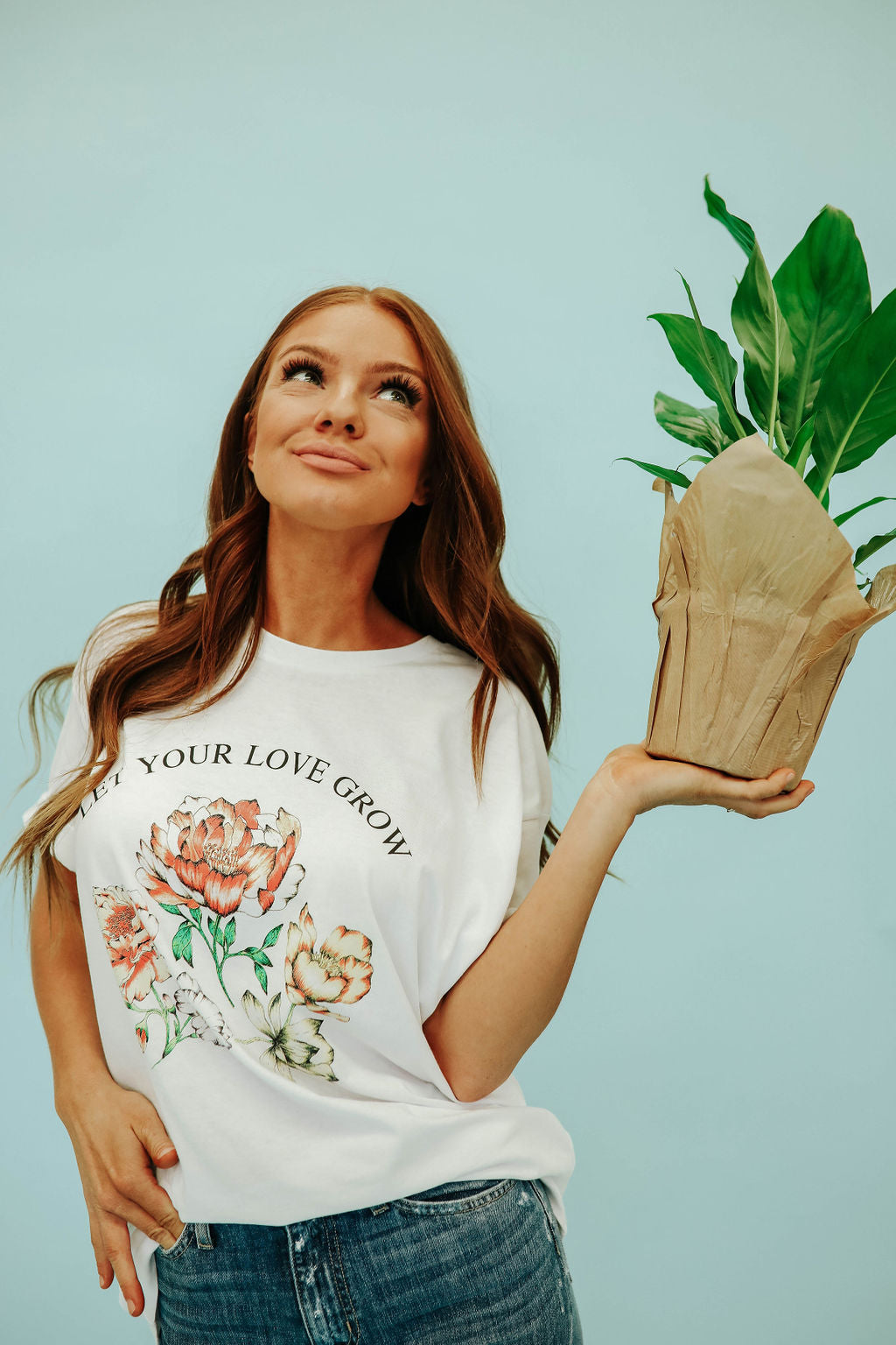 THE LET YOUR LOVE GROW GRAPHIC TEE IN WHITE