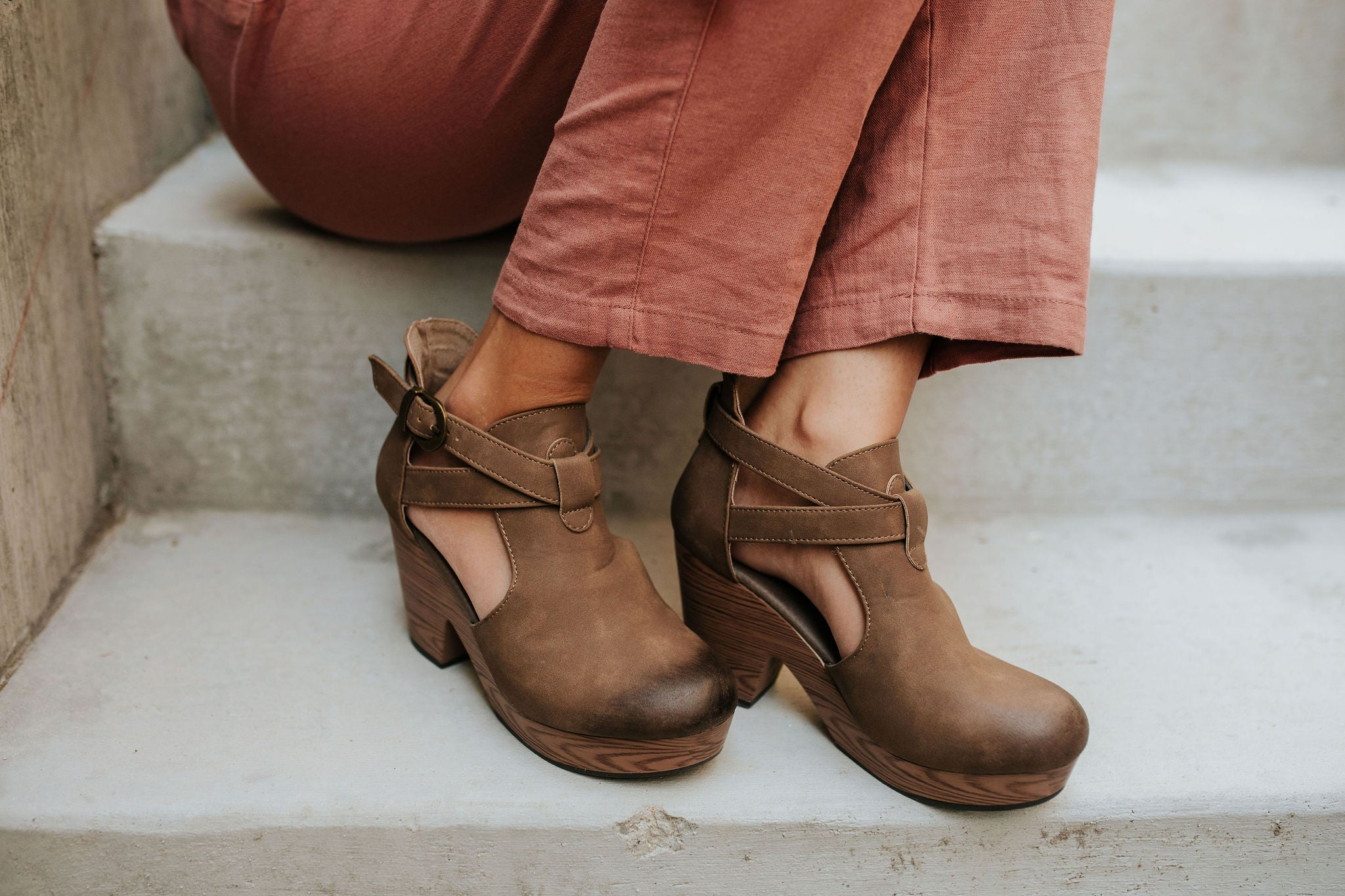 THE PONCE CLOG HEEL IN TAUPE