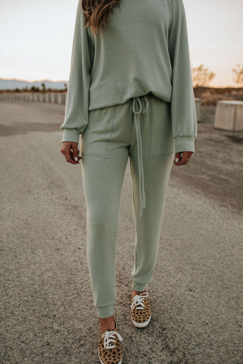 THE KEEP IT SIMPLE JOGGER SET IN MINT