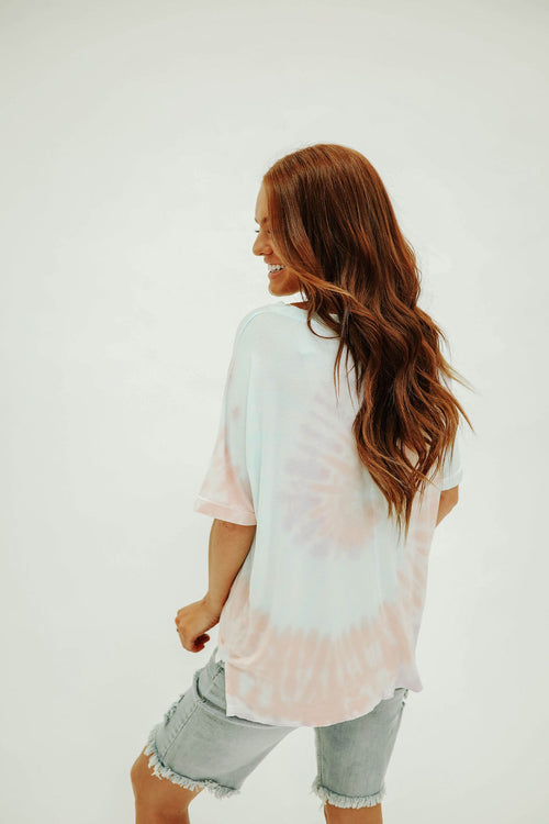 THE SHILOH SWIRL TIE DYE TOP IN MULTI COLOR