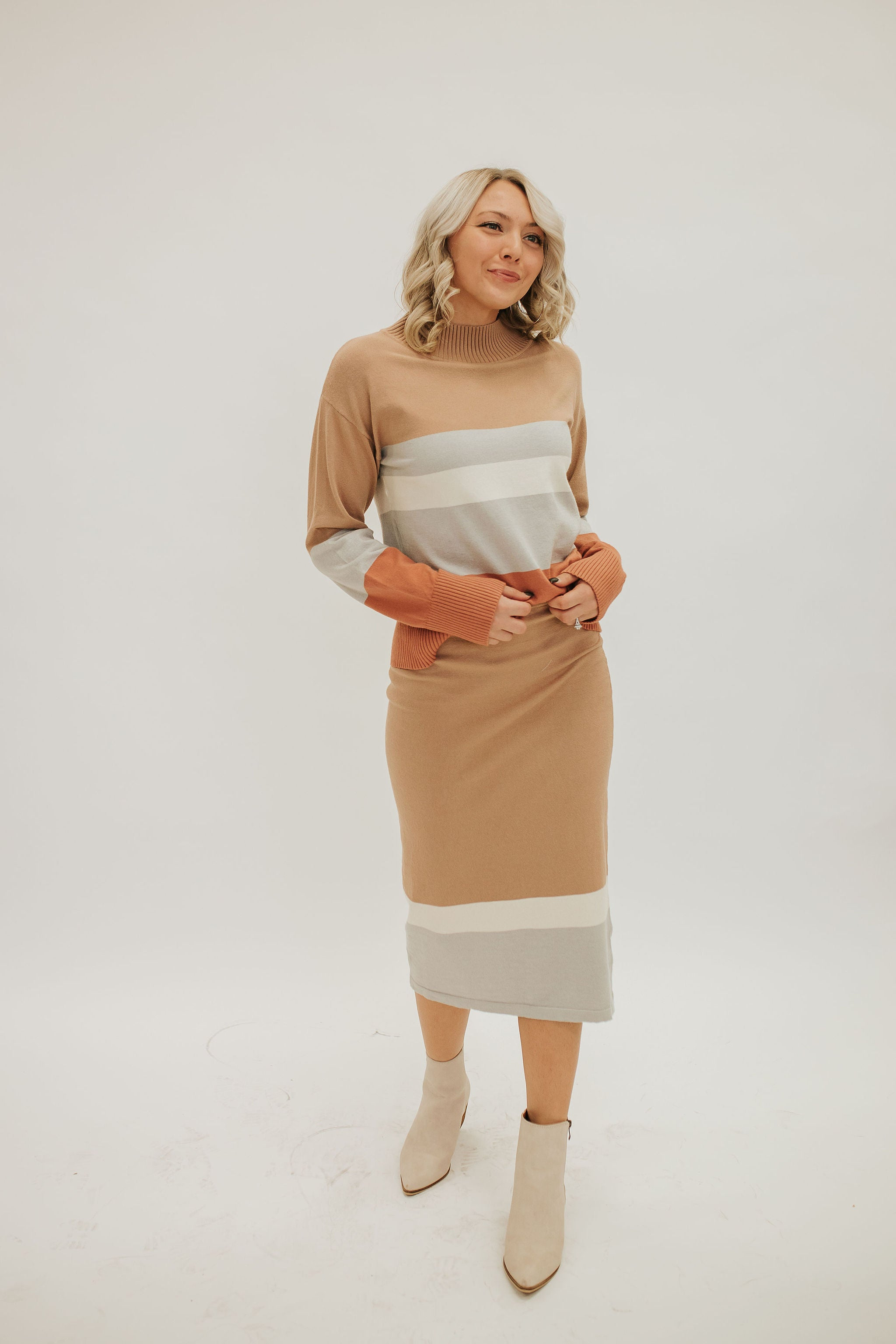 THE SUTTON SKIRT SET IN TAUPE