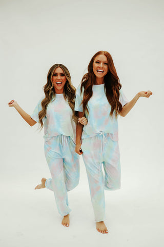 THE TYLER TIE DYE TOP IN LIGHT BLUE AND PINK