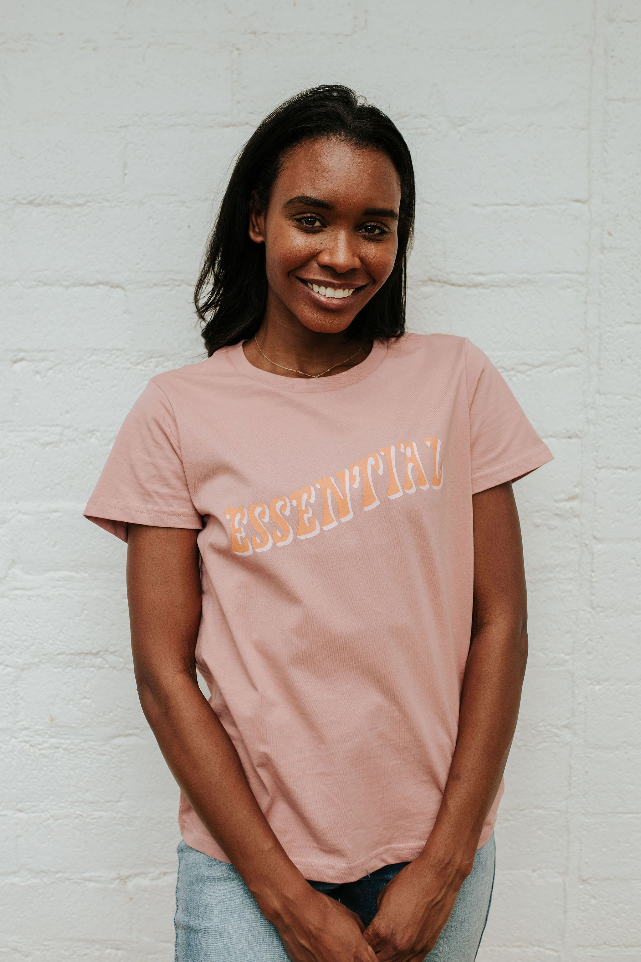THE ESSENTIAL GRAPHIC TEE IN ROSE BY PINK DESERT