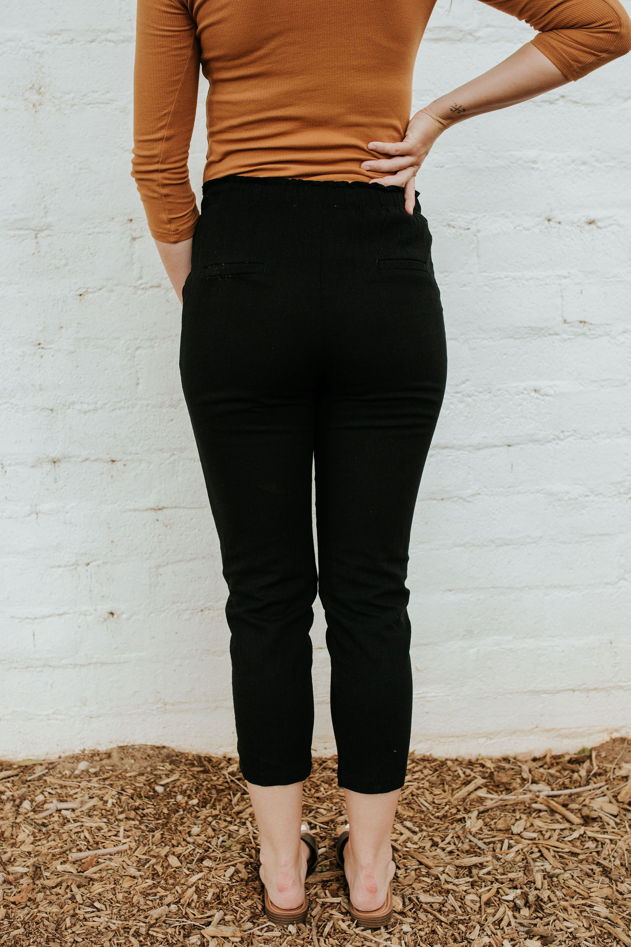 THE MACEE ELASTIC TIE WAIST PANTS IN BLACK