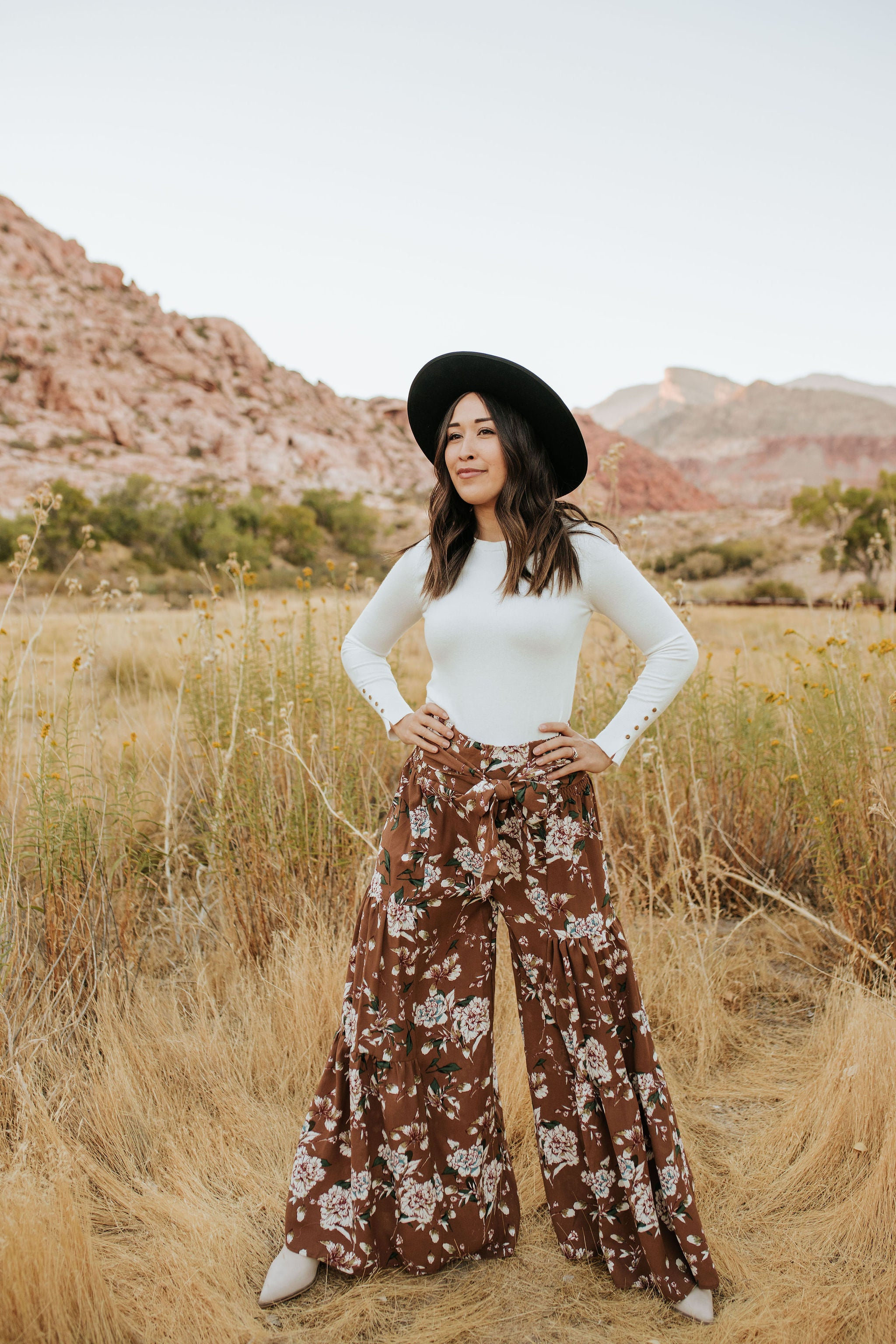 THE WILLA FLORAL WIDE LEG PANTS IN BROWN