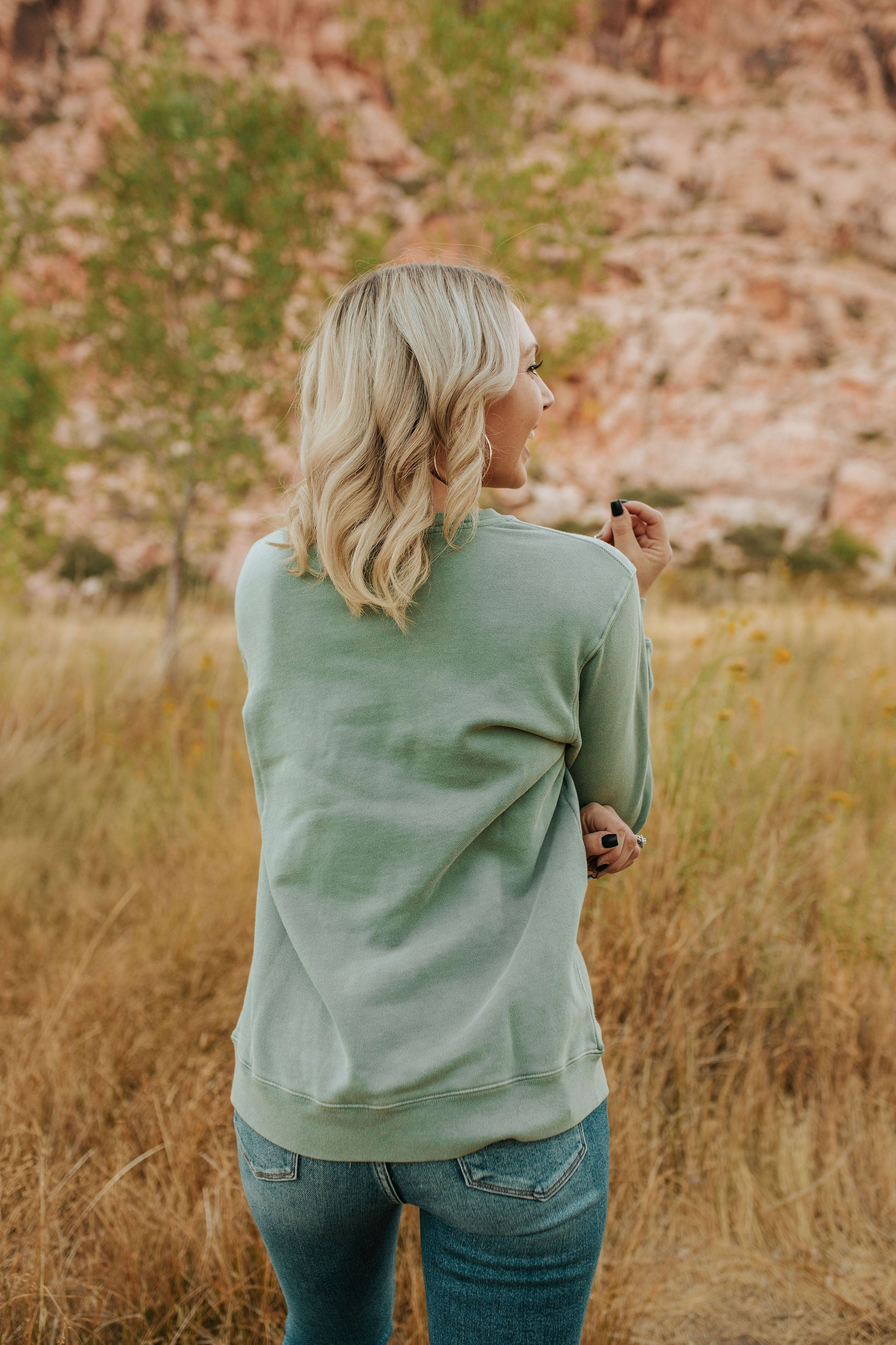 THE DESERT DREAMS GRAPHIC PULLOVER IN SAGE
