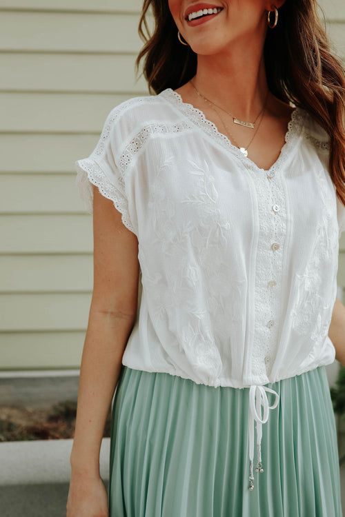THE EMMA EMBROIDERED LACE TOP IN OFF WHITE