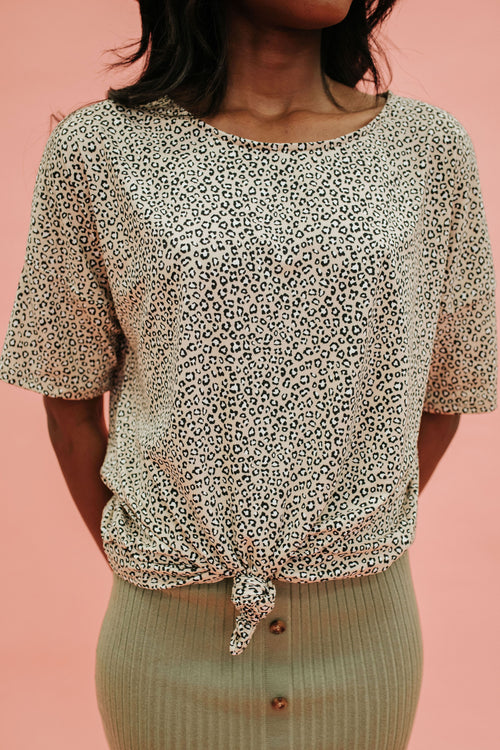THE TARYN LEOPARD TOP IN TAUPE