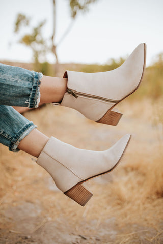THE THEA ANKLE BOOT IN TAN