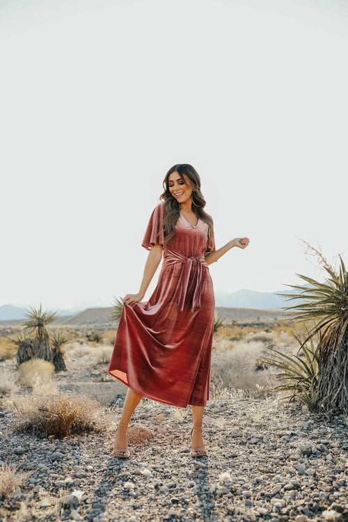 THE MADELINE MIDI DRESS IN MAUVE VELVET