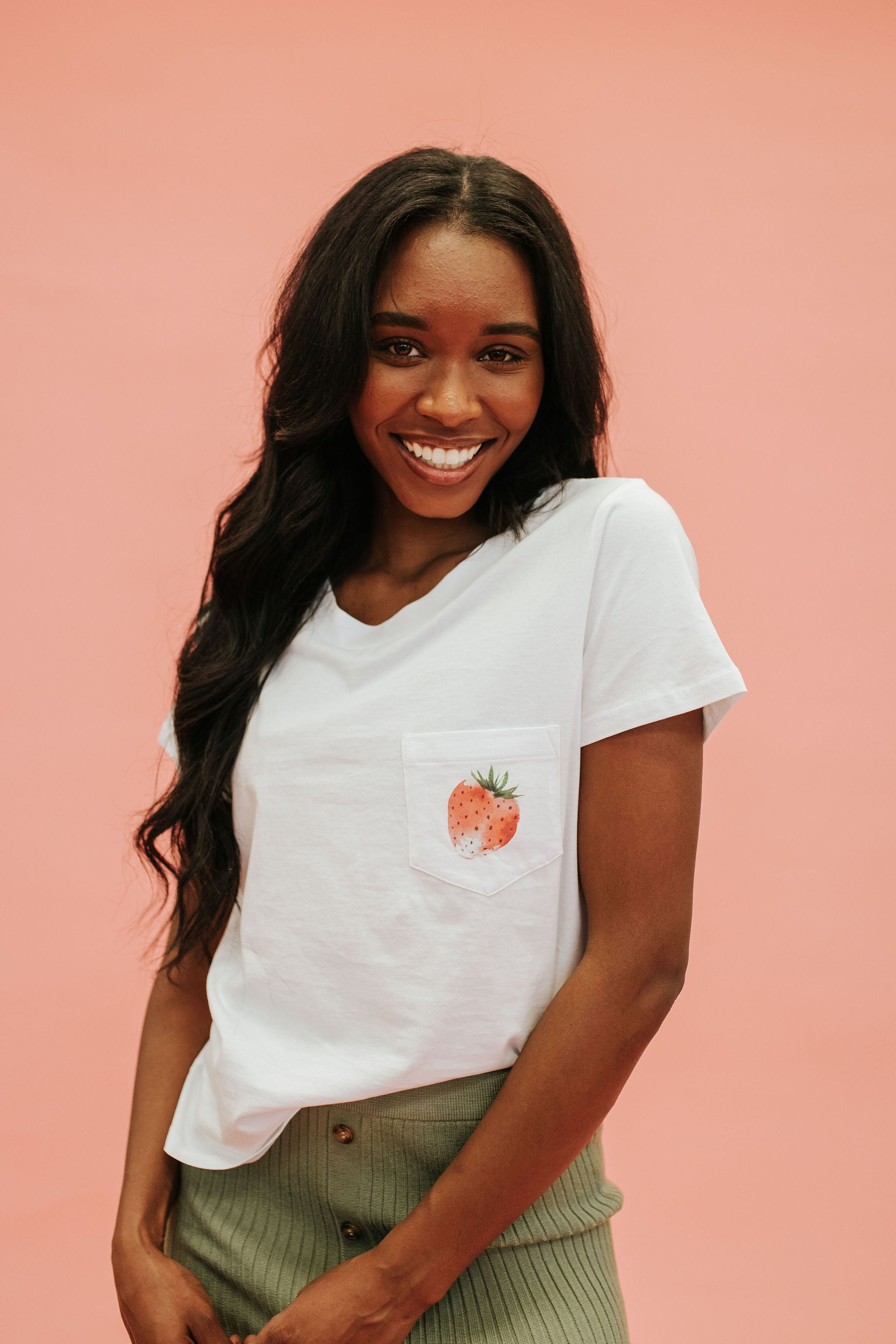 THE SUMMER STRAWBERRY POCKET TEE IN WHITE