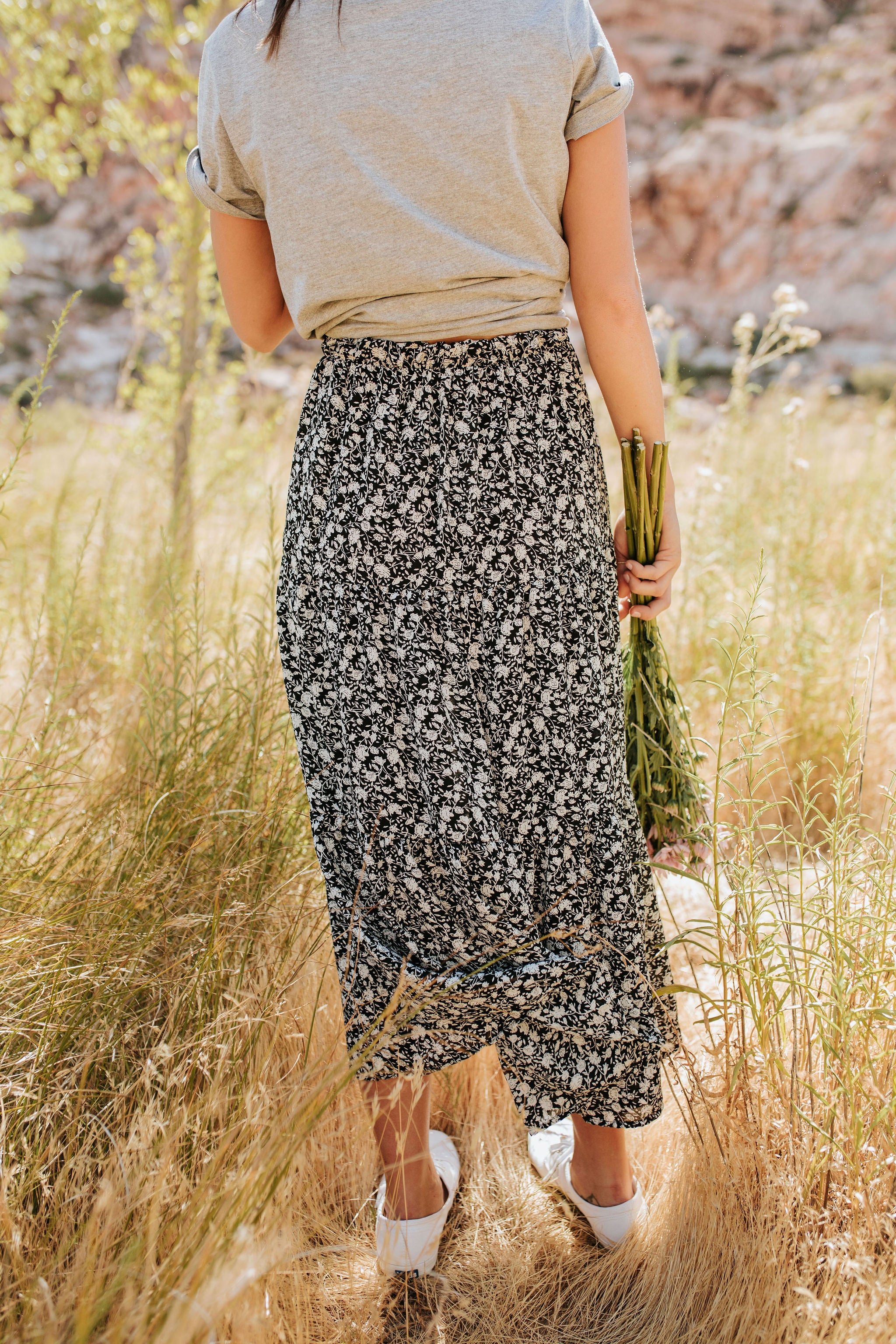 THE LIGHT IN THE DARKNESS FLORAL SKIRT