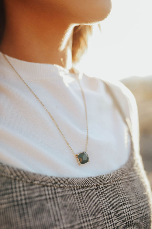 THE CHARM NECKLACE IN DARK GREEN