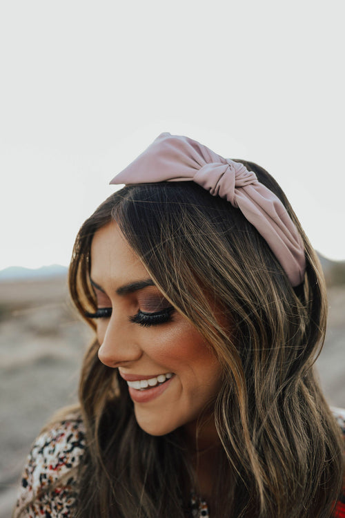 THE SIDE BOW HEADBAND IN LIGHT PINK