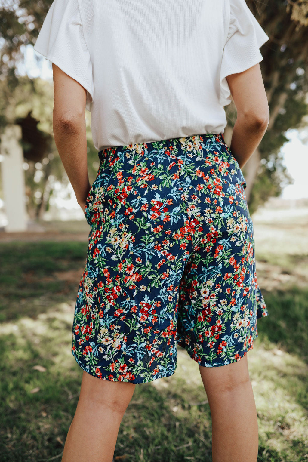THE SHYLER CASUAL ELASTIC SHORTS IN BLUE FLORAL
