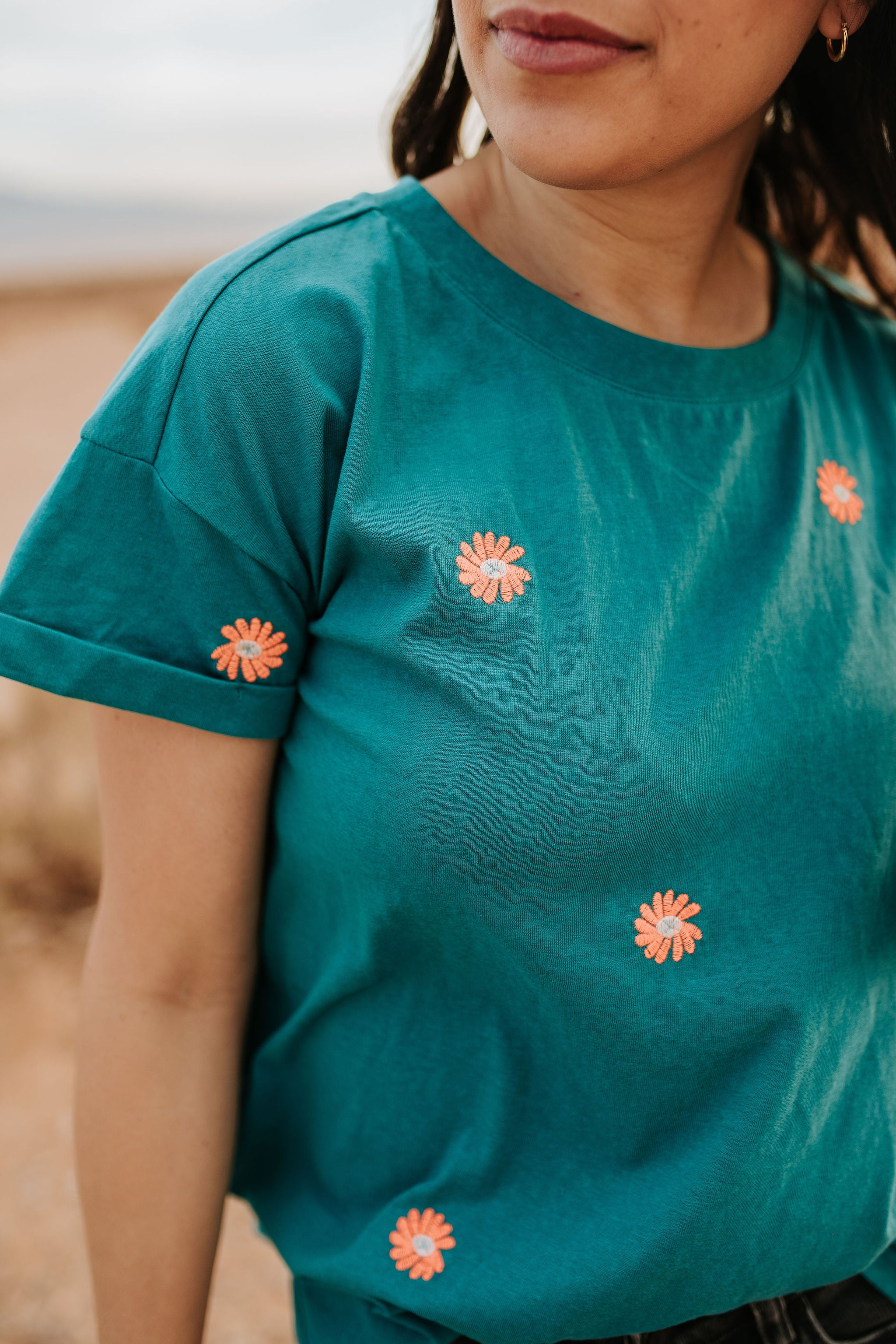 THE EMBROIDERED DAISY TEE IN TEAL