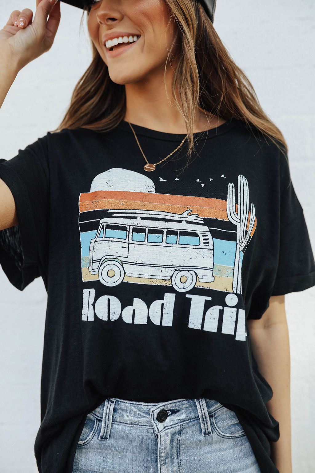 THE ROAD TRIP GRAPHIC TEE IN BLACK