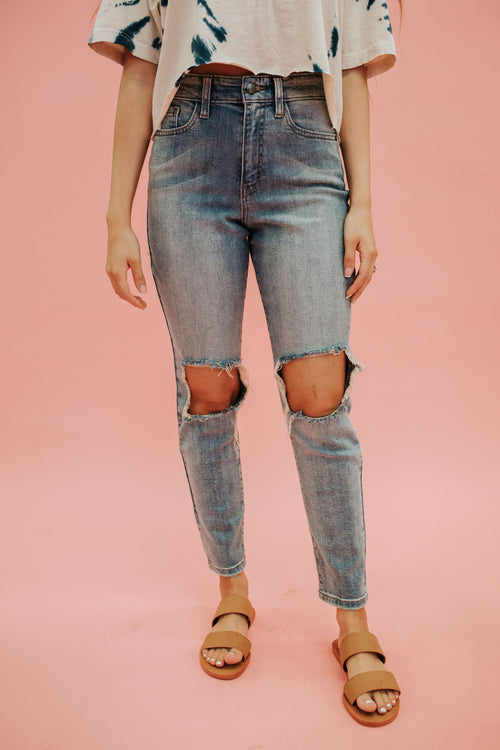 THE RIPPED KNEE SKINNY JEAN IN MEDIUM DENIM