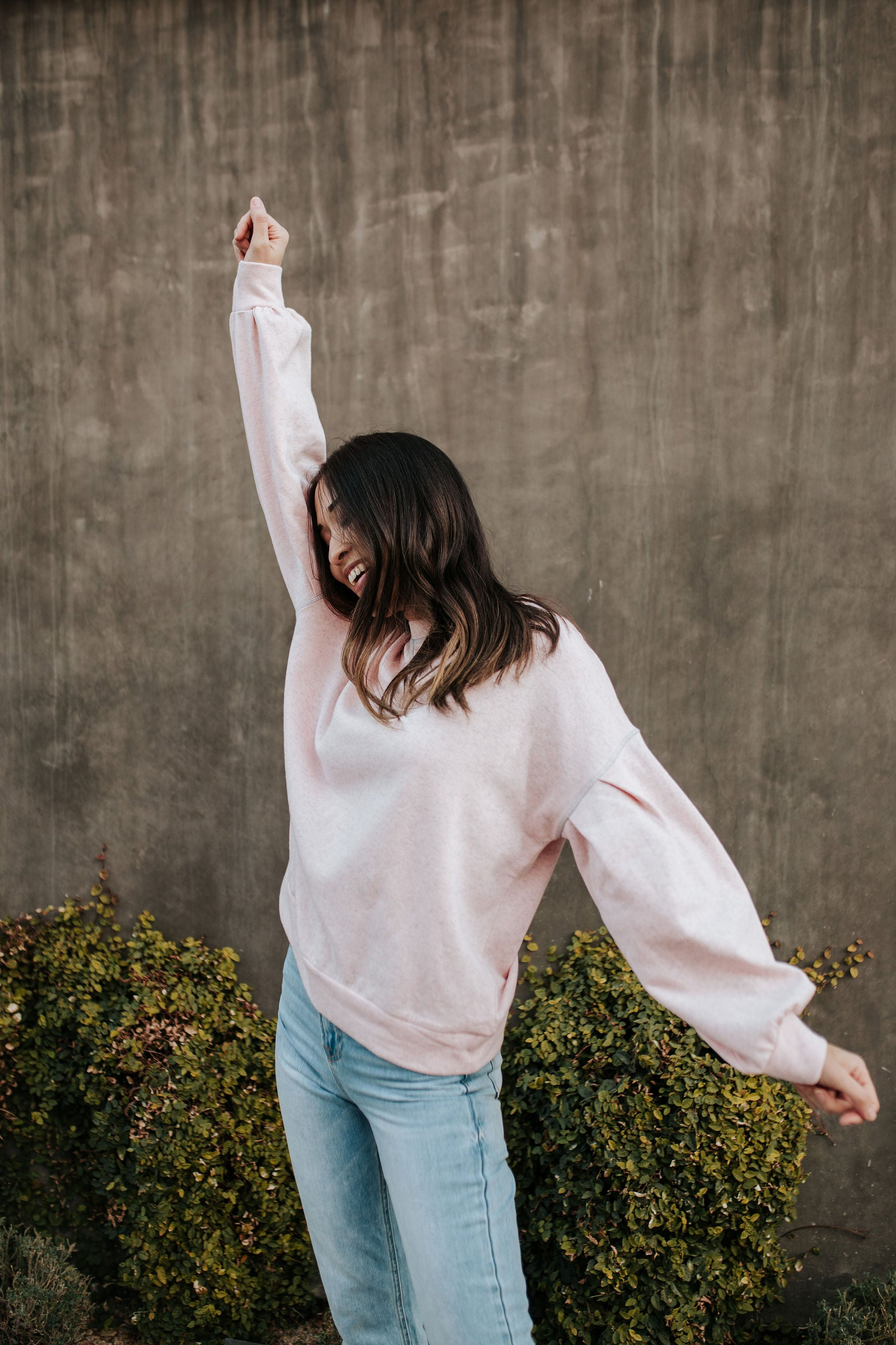 THE BOSTON PULLOVER IN LIGHT PINK