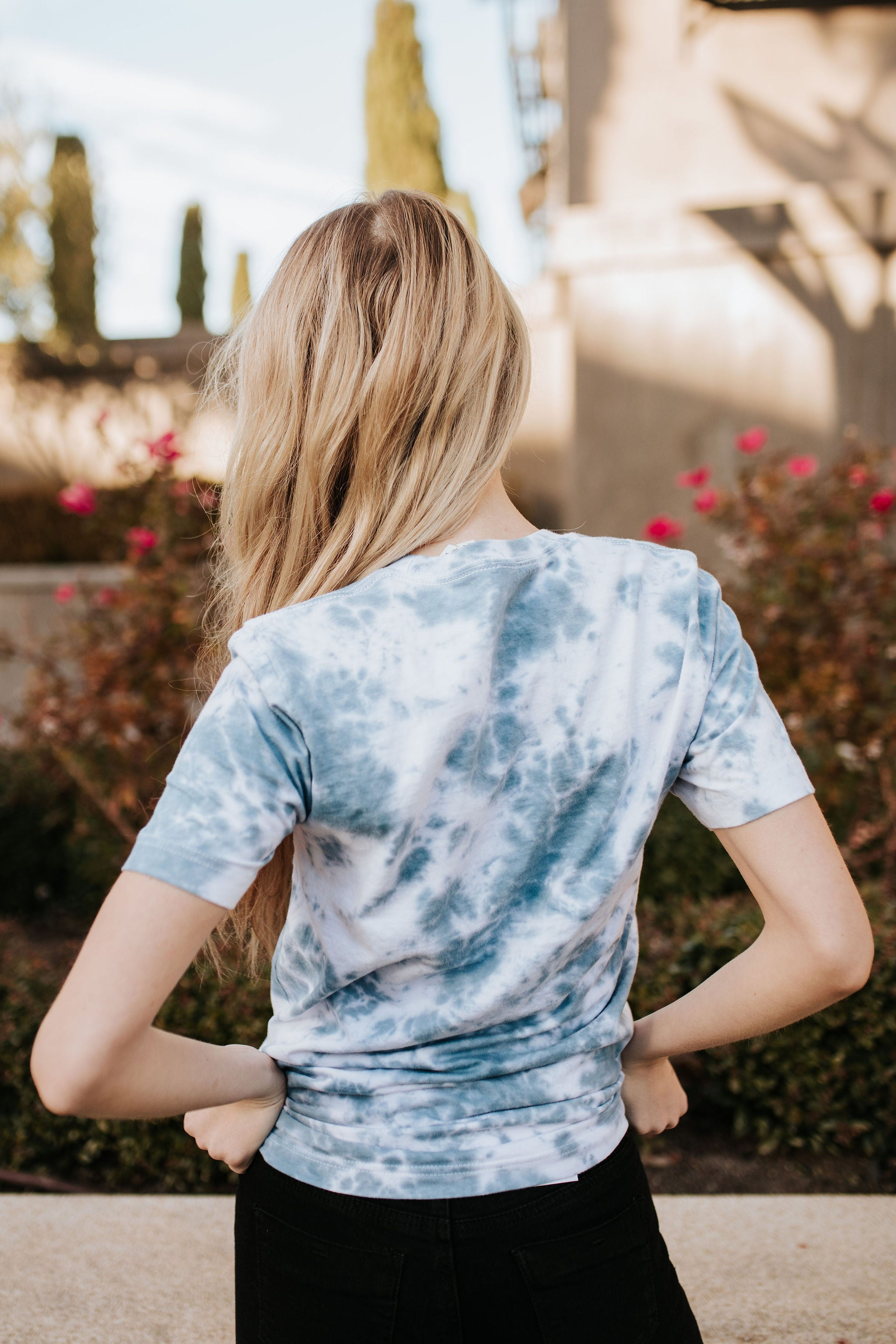 THE TREY TIE DYE TOP IN BLUE