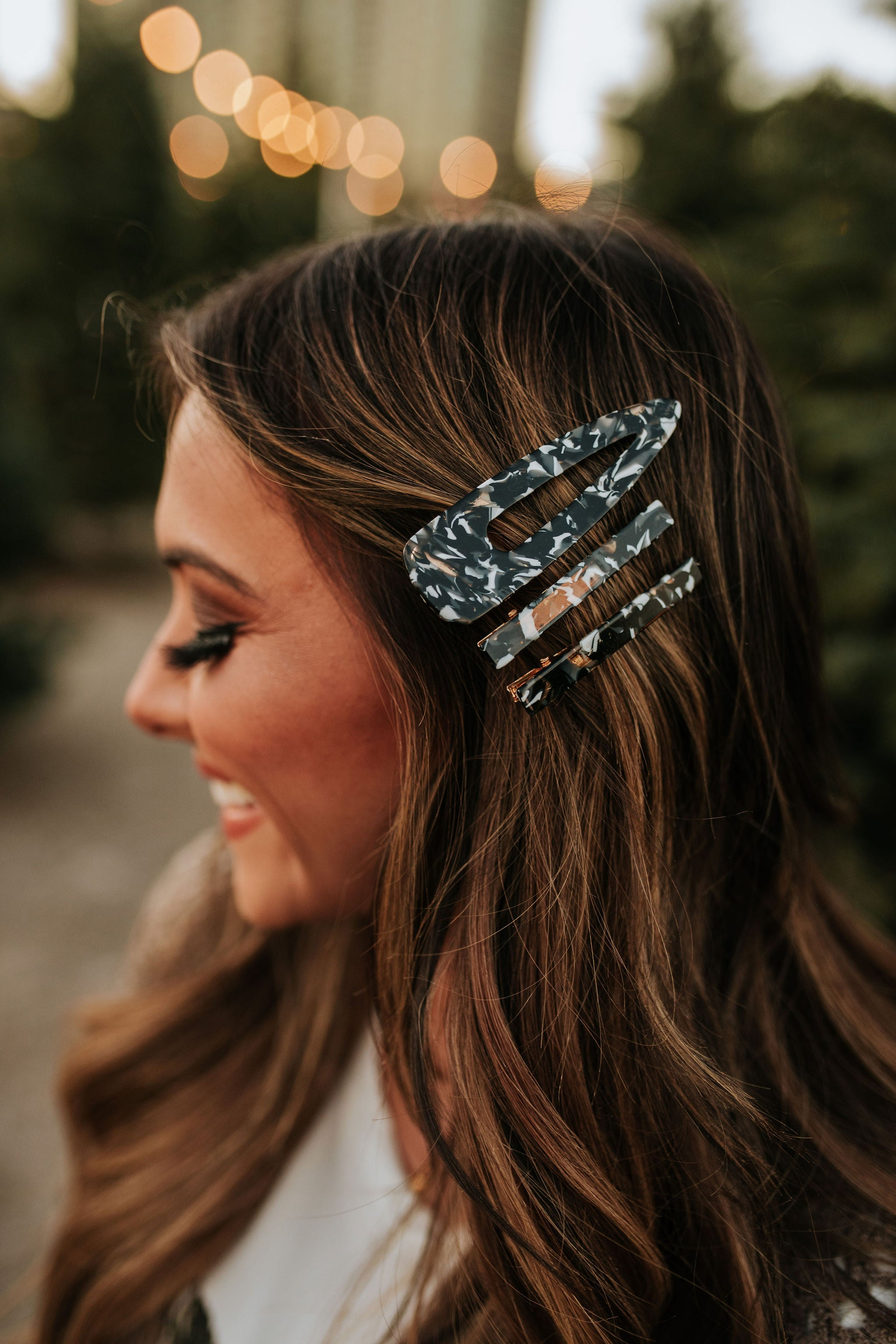 THE TORTOISE SHELL PRINT HAIR CLIP SET IN BLACK AND WHITE