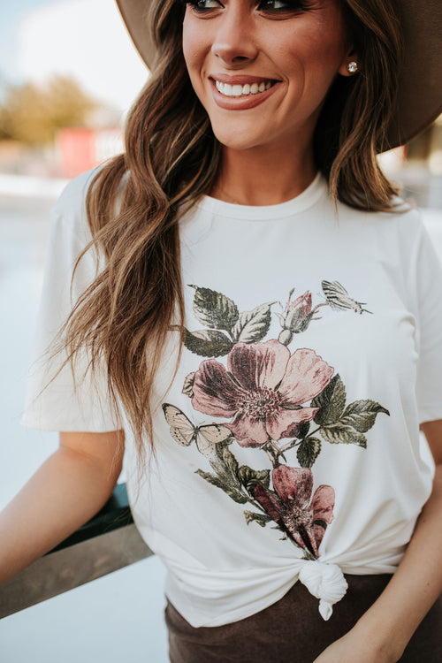 THE FRANCES FLORAL GRAPHIC PRINT TEE IN IVORY