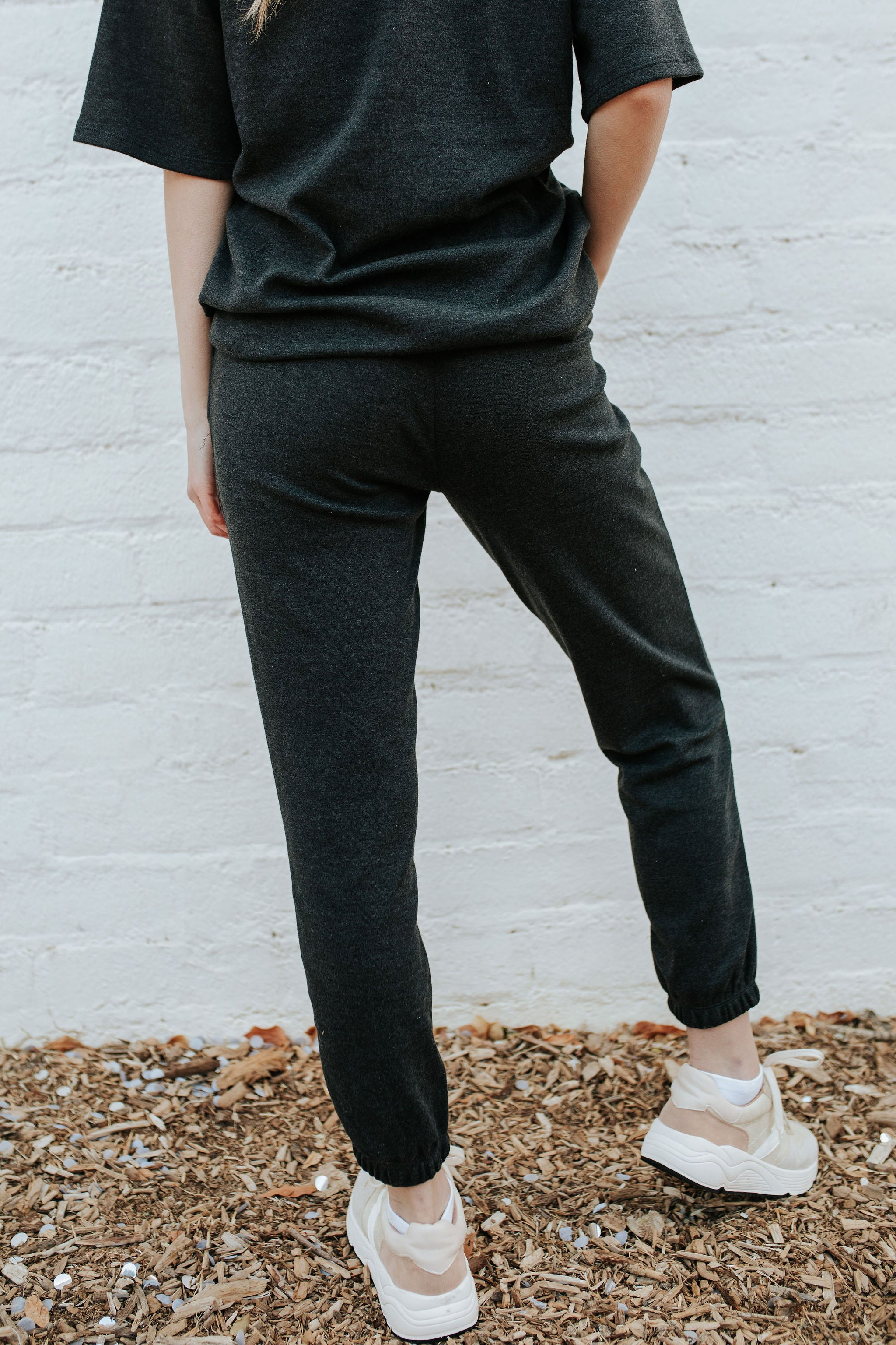 THE UNWIND JOGGER SET IN CHARCOAL