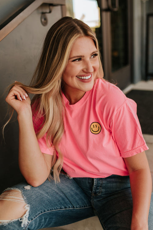 THE HAPPY FACE GRAPHIC TEE IN NEON PINK *RESTOCKED*