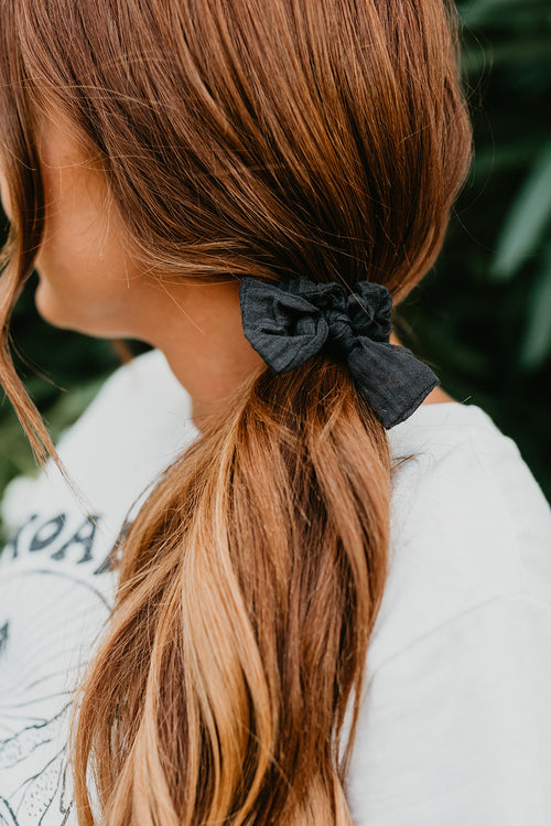 THE BUNNY RIBBON TIE SCRUNCHIE IN BLACK