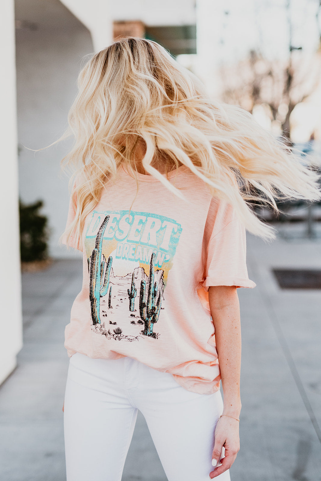 THE DESERT DREAMIN' GRAPHIC TEE IN PEACH