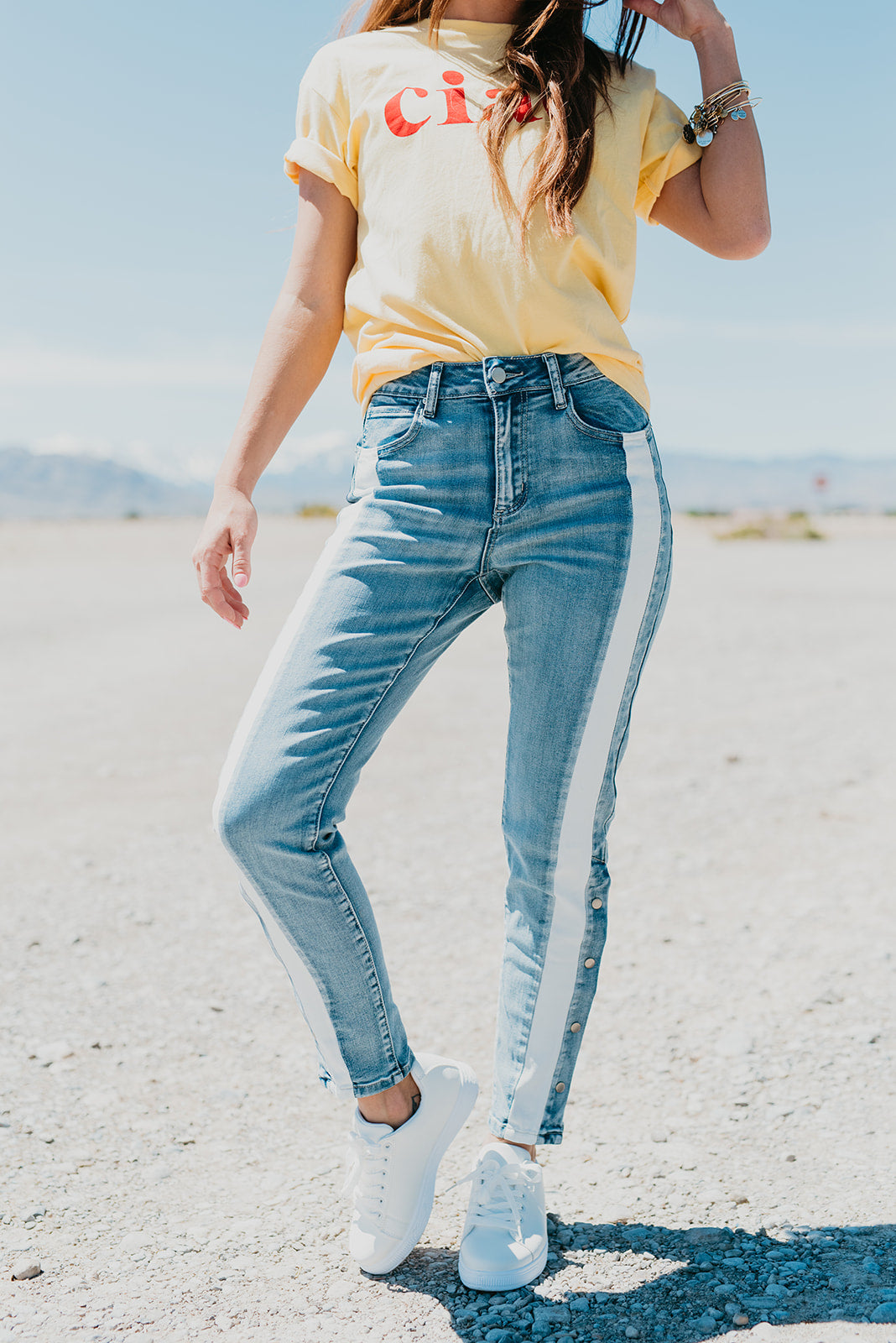 THE WHITE SIDE PANEL JEANS IN LIGHT DENIM