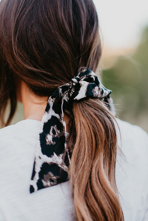 THE BLACK LEOPARD SCRUNCHIE SCARF