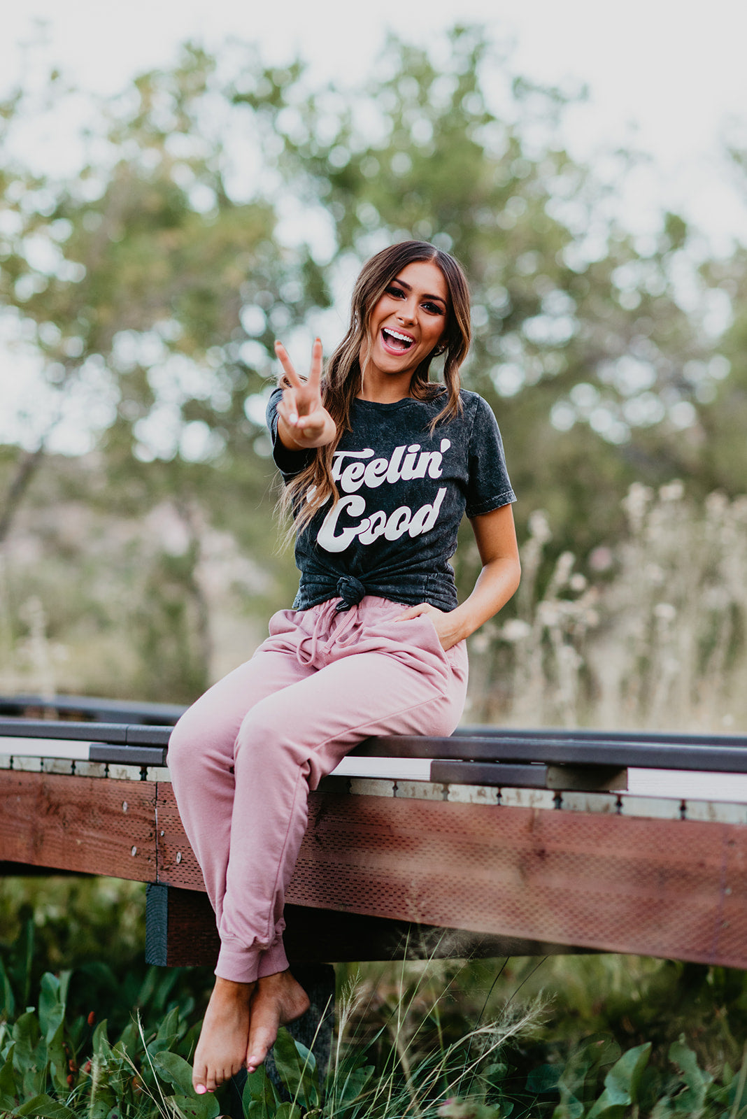 THE FEELIN' GOOD GRAPHIC TEE IN MINERAL