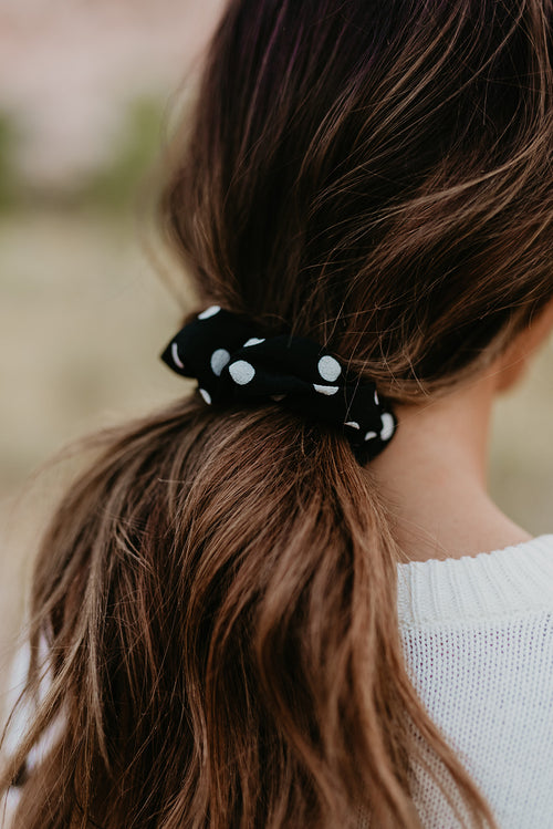 BLACK POLKA DOT SCRUNCHIE