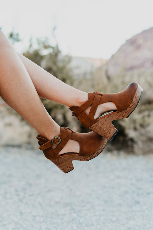 THE PONCE CLOG HEEL IN BROWN