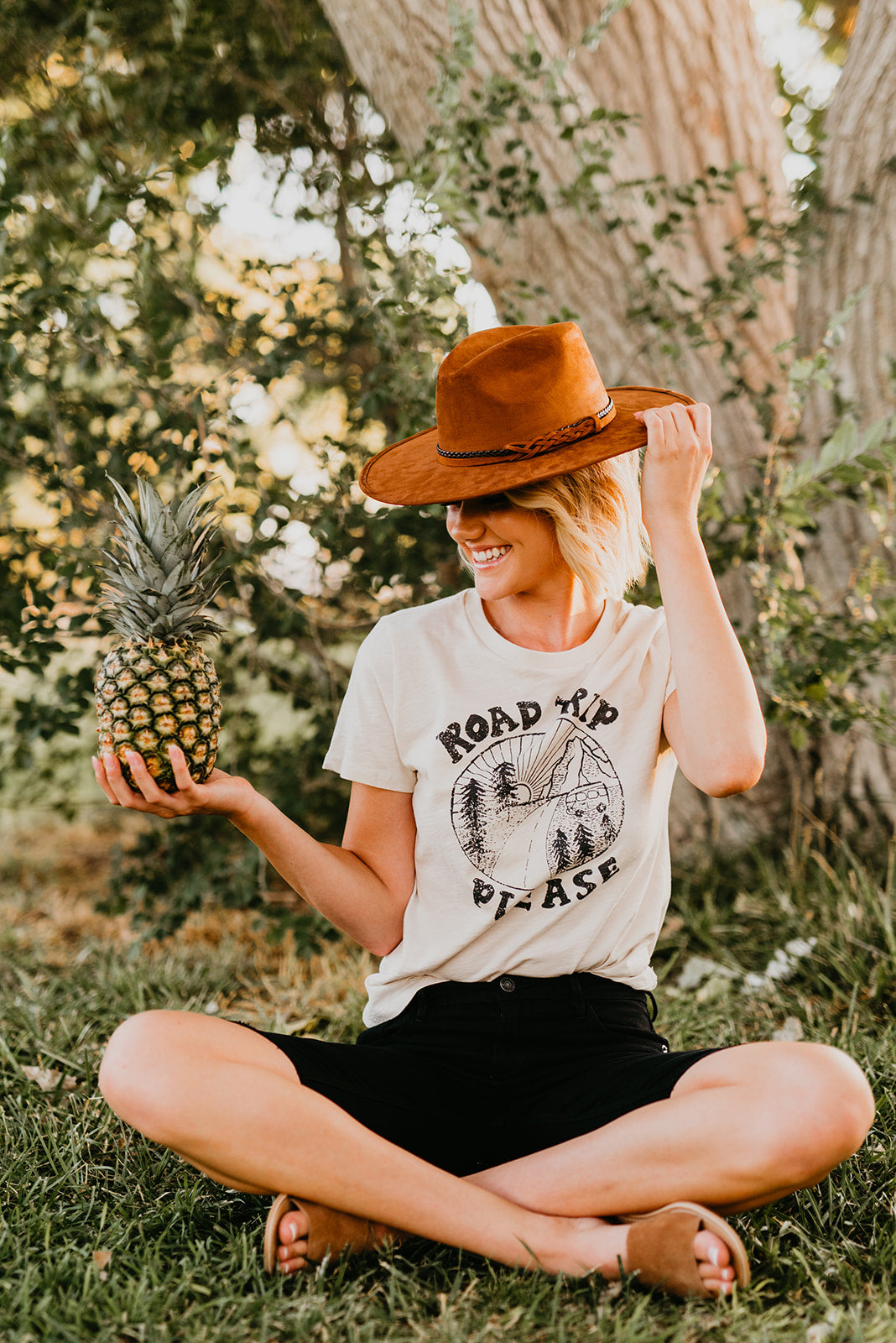 THE ROAD TRIP PLEASE GRAPHIC TEE IN CLAY
