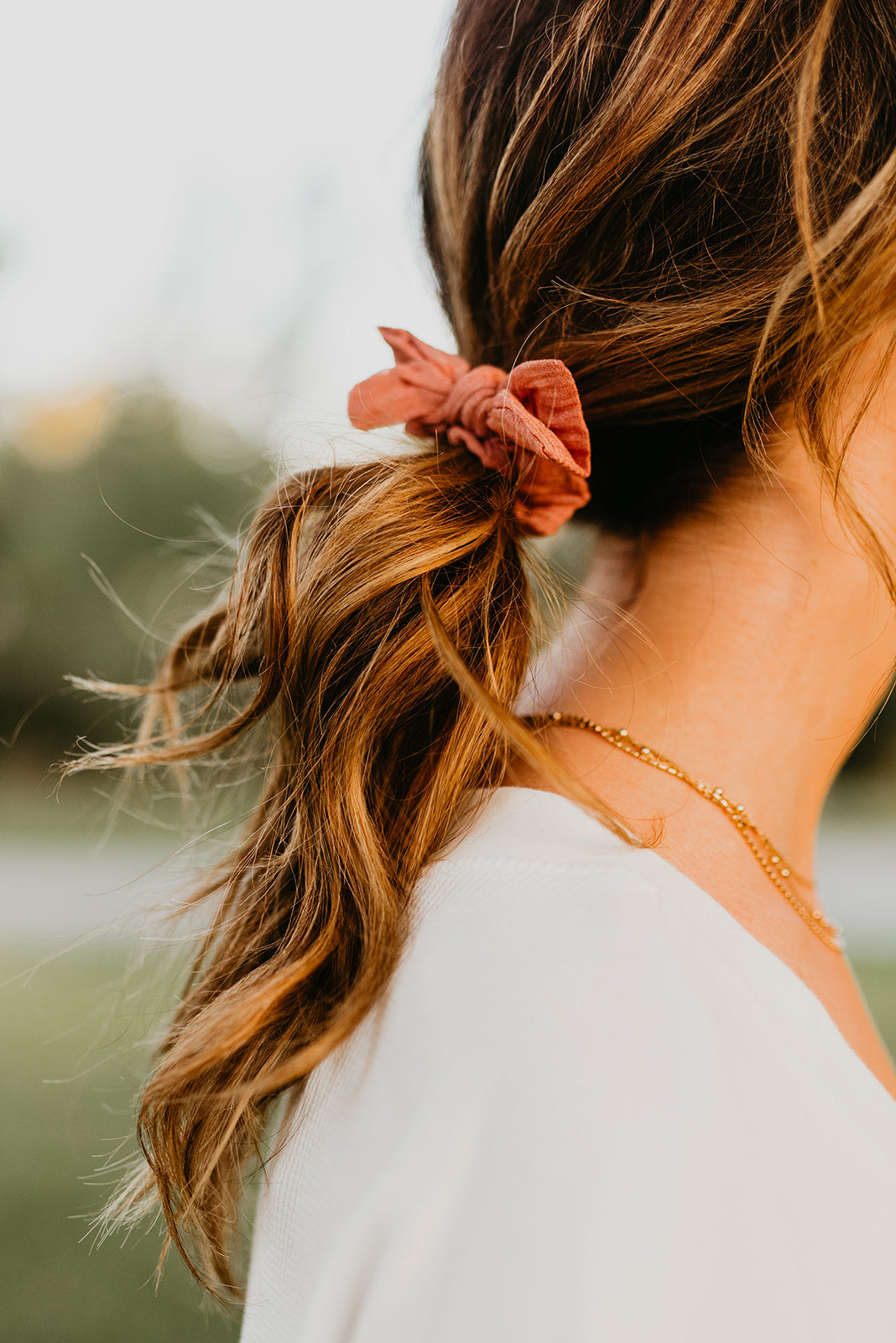 THE BUNNY RIBBON TIE SCRUNCHIE IN PINK