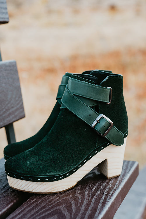 THE FREE PEOPLE BUNGALOW CLOG BOOT IN HUNTER GREEN