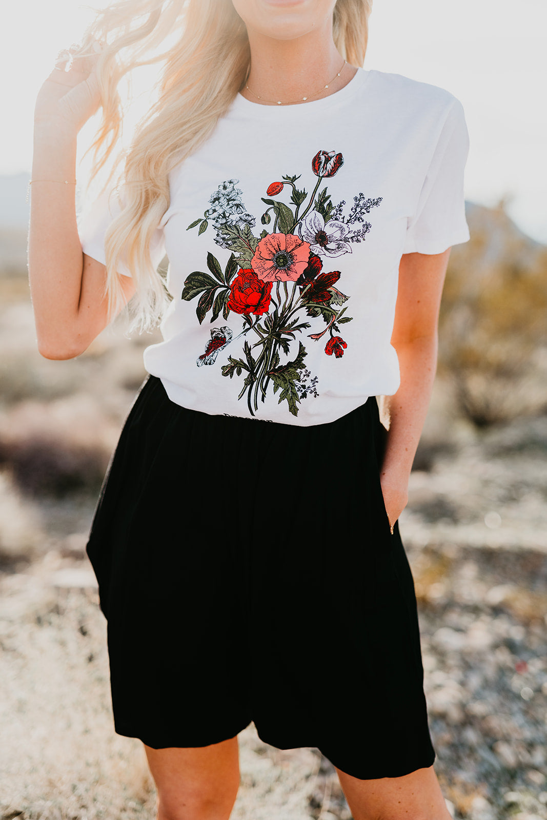THE DREAMER WILDFLOWER SHORT SLEEVE TOP IN OFF WHITE