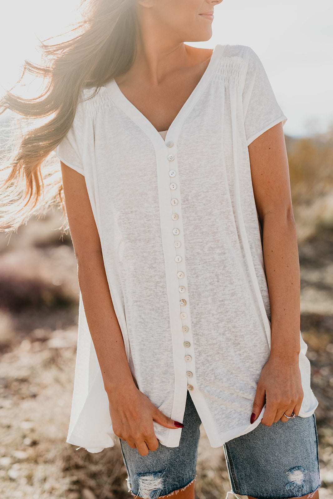 THE BETH BUTTON FRONT TOP IN OFF-WHITE