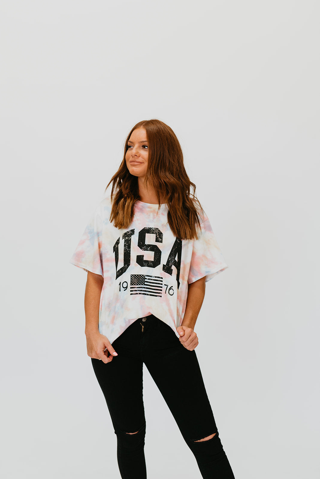 THE TIE DYED USA GRAPHIC TEE