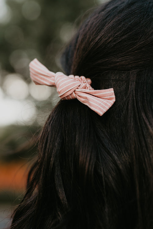THE PINK STRIPE KNOT SCRUNCHIE