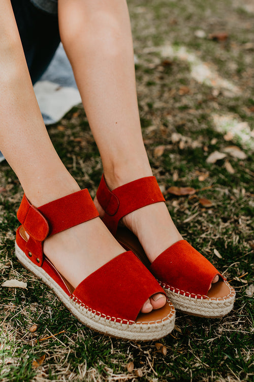 THE VALLEY ESPADRILLE PLATFORM SANDAL IN DAHLIA
