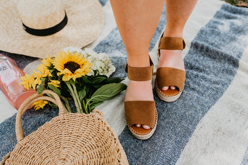 THE VALLEY ESPADRILLE PLATFORM SANDAL IN COFFEE