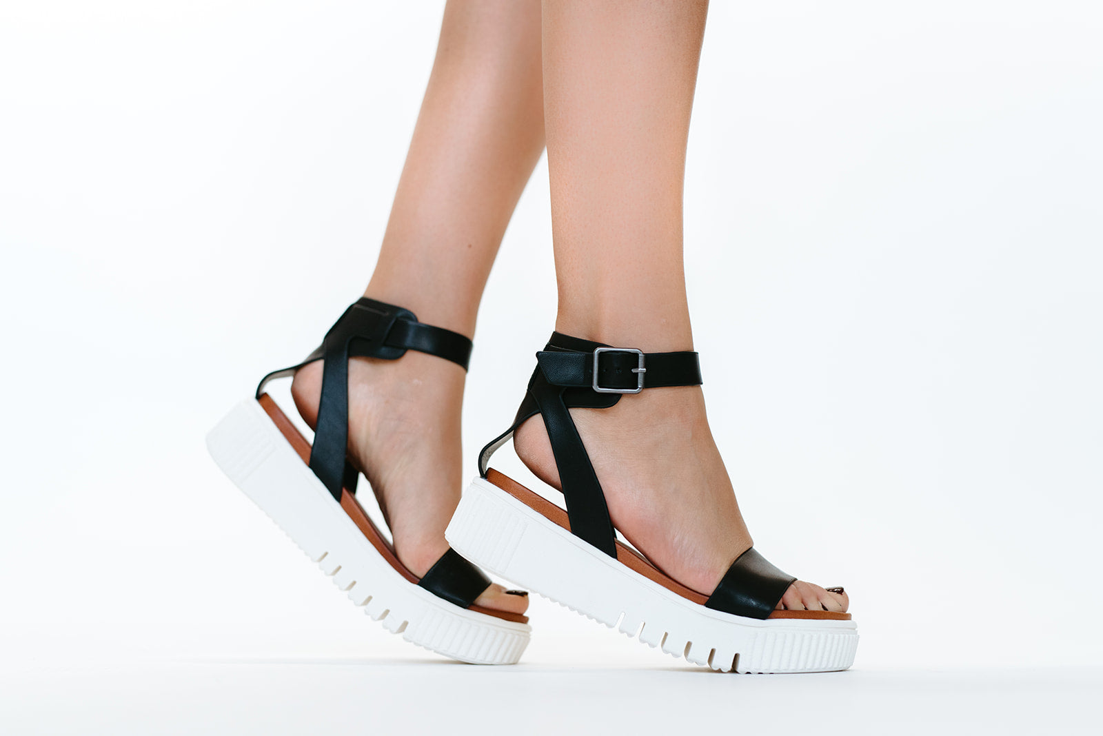 THE LUNNA SANDAL IN BLACK