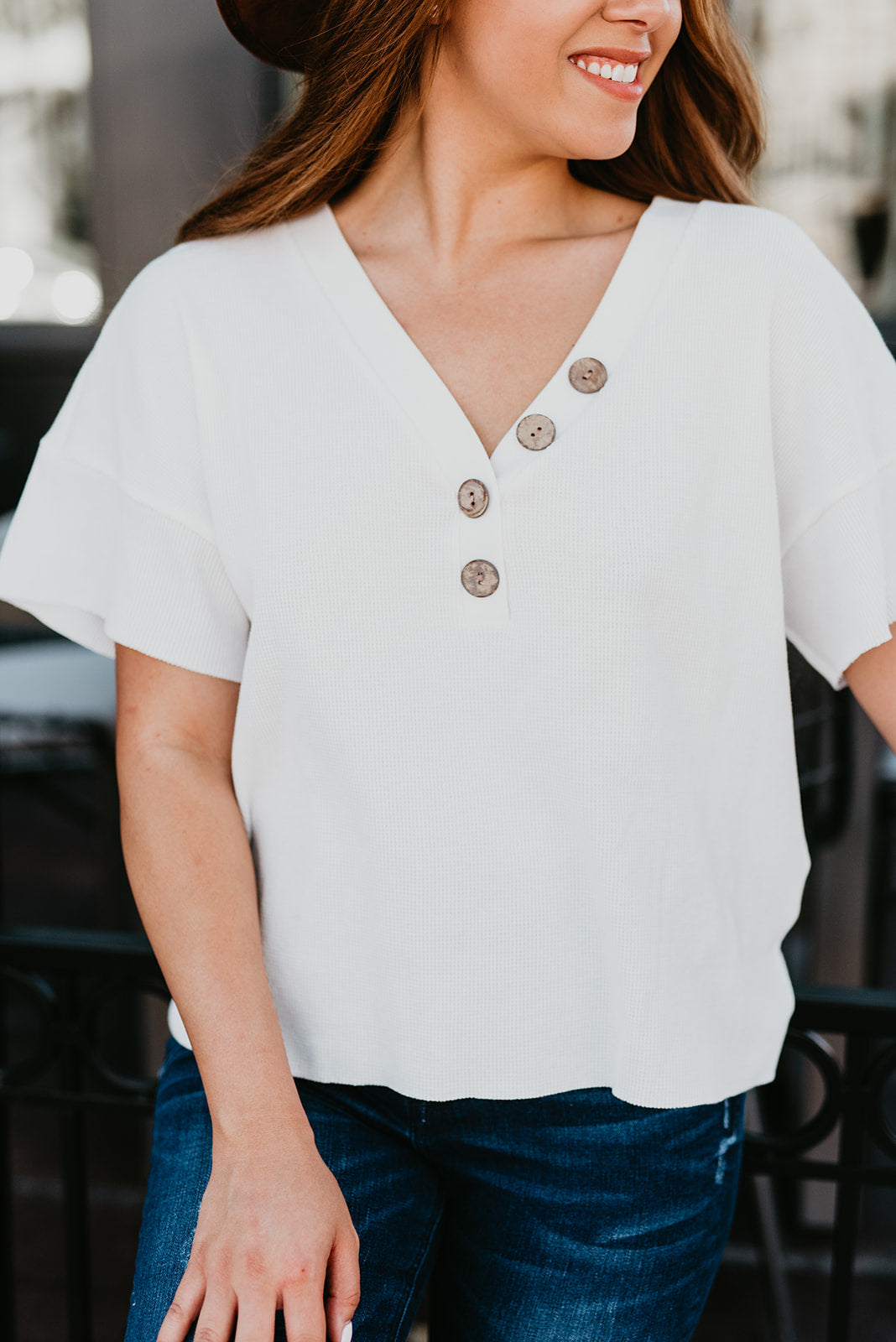 THE BASIC WAFFLE BUTTON TOP IN WHITE